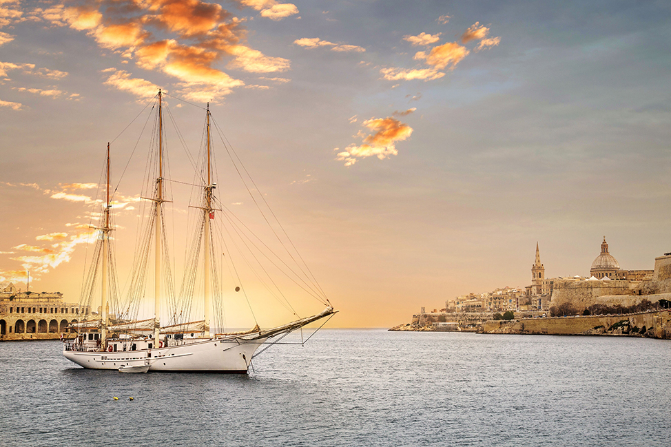 Image description: Boat with beautiful skyline