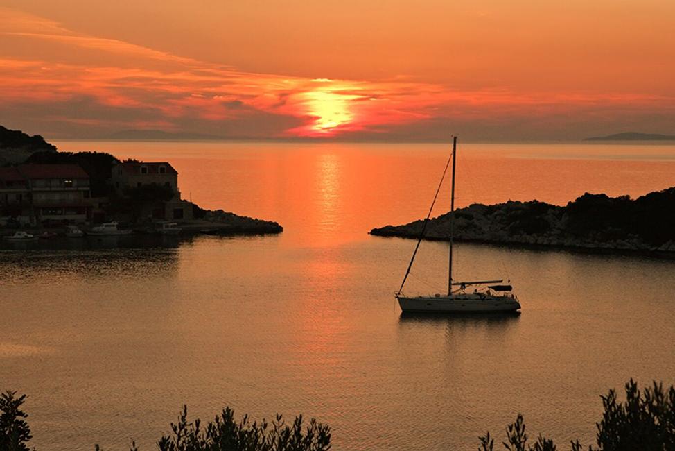 Image description: Sunset with islands